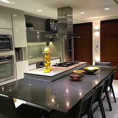 Small apartment. Cozinha integrada! #2lsarquitetura #design #kitchen #arquitetura #建筑学 #アーキテクチャ#архитектура #Architektur #table #cozinha #kitchen #ilha #cooktop #silestone
