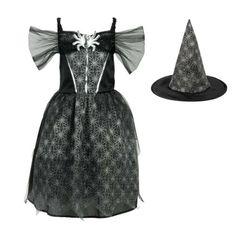 Avec une robe noire et son chapeau pointu couverts de toiles d'araignées et de paillettes, l'enfant se transforme en sorcière. Elle fait peur à ses amis et tous ceux qui croisent son chemin. Ce déguisement de sorcière transforme la petite fille en effrayante créature.