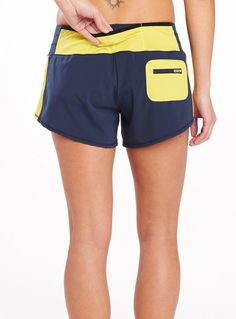 Pockets on pockets in Oiselle's Toolbelt Roga short. Great for hitting the trails (or the roads) for a long run.