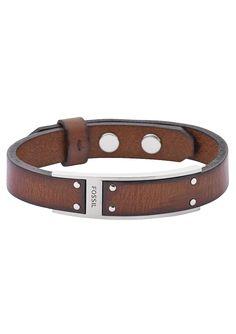 Armband, »JF01340«, Fossil. Lässig aber schick, mit einem maskulinen Touch präsentiert sich dieses dunkelbraune Armband aus Leder und massivem, mattiertem Edelstahl. Das ca. 26 cm lange Armband ist ca. 15 mm breit und kann dank des Pinnverschlusses in der Länge von ca. 19 cm bis ca. 23,5 cm variiert werden. Ein schöner Begleiter für alle Männer, die ihren Style nicht dem Zufall überlassen möch...