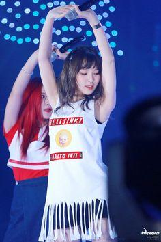 Red Velvet Wendy - Russian I am young and hot. Find me Wendy Red Velvet, Red Velvet Irene, Park Sooyoung, Seulgi, Red Velvet Flavor, Rapper, Red Valvet, Korean Face, Pop Photos