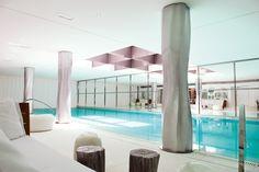 Le spa @LeRoyalMonceau #Paris, un havre de calme, luxe, volupté... designé par Philippe Starck et à la carte les soins @ClarinsFR !
