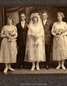 Stunning 20s Wedding Photo