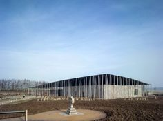 Image 7 of 30 from gallery of Stonehenge Visitor Centre / Denton Corker Marshall. Photograph by Peter Cook Floating Architecture, Arch Architecture, Australian Architecture, Amazing Architecture, Peter Cook, Stonehenge Visitor Centre, Angel Of The North, Commercial Architecture, Old Stone