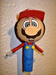 fun felt Mario pencil topper...could use to make a Mario head ornament, tho'...that would be neat...photos