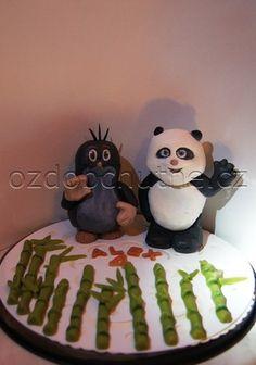 Velký marcipánový panda a krtek s bambusy, dekorace na dort k narozeninám.