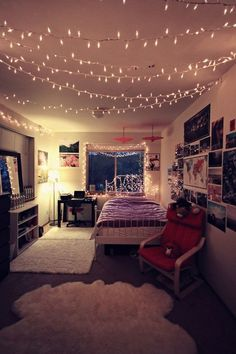 Great room for teen girls. Love the string lights all across the ceiling. They would look good in any bedroom!
