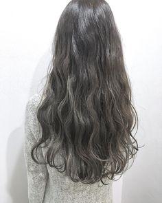 抜け感たっぷり女度UP!透明感のある「グレージュ・ヘア」のカタログ15選♡(3ページ目) | Linomy[リノミー] Korean Hair Color, Hair Colour Design, Hair Arrange, Long Curls, Braids For Short Hair, Face Hair, Dream Hair, Mi Long, Hair Looks