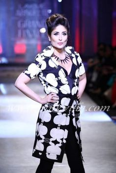 "Kareena Kapoor walks the ramp for Kallol Datta at the Grand Finale of Lakme Fashion Week 2012 | blast from the past... and btw that's a ""mating snails"" print!!!"