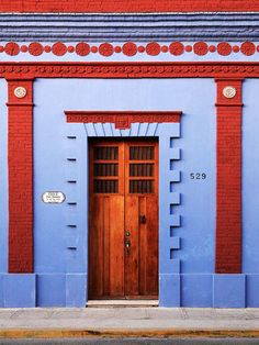 Casa de Las Manos- Merida, Mexico I like this pin because, while it seems simple, the architecture and color layout of this is quite intricate.