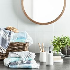 Bathroom inspiration | we love lightweight, quick-dry towels in dreamy ocean blues #bathroomdecor #homestyle #bedbathntable