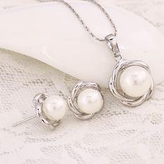 Oryginalna biżuteria. Czarujące, błyskające perły