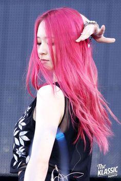Krystal Jung, Jessica & Krystal, Sulli, Kpop Girl Groups, Kpop Girls, Korean Celebrities, Celebs, Bleached Tips, Girl Bands