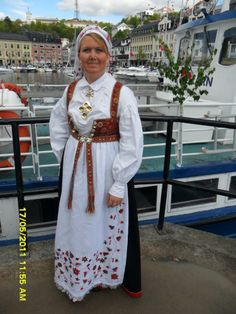 Bilde, Åmlid bunad Folk Costume, Costumes, Going Out Of Business, Looking For Someone, Traditional Dresses, Folklore, Norway, Custom Made, Sari