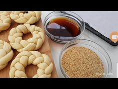 İddia ediyorum bugüne kadar böylesini yemediniz 😋 sokak simidi tarifi - YouTube Salty Snacks, Turkish Delight, Breakfast Muffins, Turkish Recipes, Pain, Dog Food Recipes, Feel Good, Food And Drink, Bread