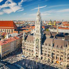Marienplatz, nel cuore di Monaco di Baviera. La Monaco - Venezia inizia qui! #Munich  #Germany