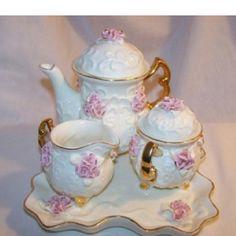 cute tea sets ;)