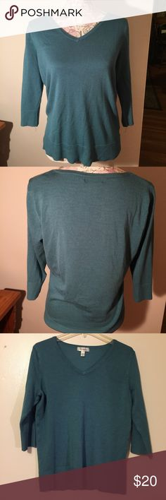 Dress Barn blue/green 3/4 sleeve vneck sweater Dress Barn blue green 3/4 sleeve vneck sweater. Rayon/polyester making it stretchy and roomy. Can be dressed up or casual. Great condition. Dress Barn Sweaters V-Necks