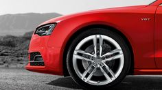 The Audi Sportback: dynamic sportsmanship featuring a unique blend of elegance, visualized through various design-elements. Audi S5 Sportback, Audi A5, New Engine, New And Used Cars, Car Ins, Design Elements, Metal, Classic, Vehicles