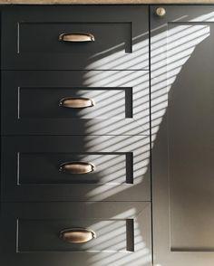 Luz e sombra na cozinha linda ✨ bom diaaa