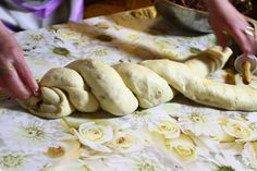 COZONAC BUCOVINEAN – Elena Lasconi Stuffed Mushrooms, Bread, Vegetables, Food, Kitchens, Drinks, Stuff Mushrooms, Brot, Essen