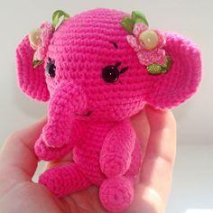 Olifant, of nou ja eigenlijk een lief klein olifantje. Altijd leuk om te maken. Het gratis patroon is van Amigurumi Today en geschreven in het Engels.