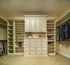 Idée #rangement pour le #dressing http://www.m-habitat.fr/petits-espaces/dressing/les-dressings-sur-mesure-2643_A