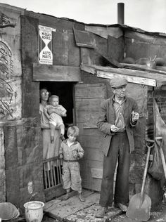 Family on relief living in a shanty at the city dump, Herrin, Illinois, January Photo by Arthur Rothstein for the Resettlement Administration. Tap for larger image. Vintage Pictures, Old Pictures, Old Photos, Shorpy Historical Photos, Historical Pictures, Us History, American History, Dust Bowl, Great Depression