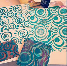 Julie Fei-Fan Balzer creates SeamlessRepeating stamps at a live class in California: Junque Tape Bound Journals Stamp Printing, Printing On Fabric, Homemade Stamps, Stencils, Textile Pattern Design, Stamp Carving, Fabric Stamping, Art Carved, Tampons