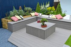 from per Silver Maple Composite Decking from per Silver Maple Composite Decking from per If you have green fingers and want to add an extra dimension to your deck, why not use our composite deck boards to create beautiful planters! Backyard Patio Designs, Backyard Landscaping, Landscaping Ideas, Cuprinol Silver Birch, Garden In The Woods, Home And Garden, Family Garden, Timbertech Decking, Wood Floor Design