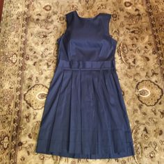 Theory dark blue classic dress, 4 Great dress for office to night out!  It's light weight and feels great on. 74%cotton, 23% nylon, 3% elastane. No signs of wear. Size 4. Theory Dresses Midi