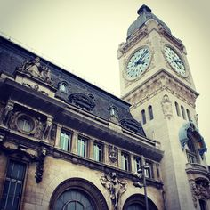 Devolvemos o carro e nesse exato momento começamos nossos dias de exploradores por Paris. Gare de Lyon Paris França. #paris #frança #france #europe #europa #myworld #tourist #tourism #vacation #ferias #viagem #trip #travel #photooftheday #fotododia #youtube #youtubechannel #patriciaviaja #garedelyon #clock