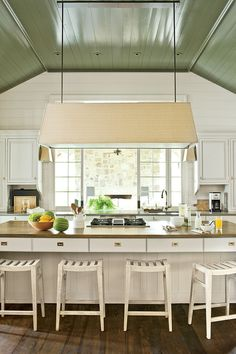 Southern Living Best New Home of the Year Lake Martin Bill Ingram Benjamin Moore Galapgos Green High Gloss Oil Paint Benjamin Moore, Ceiling Paint Colors, Colored Ceiling, Paint Walls, Küchen Design, Interior Design, Couch Design, Design Ideas, Classic White Kitchen