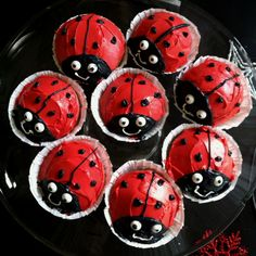 Ladybug cupcakes....ladybugs are my favorite thing in the whole world