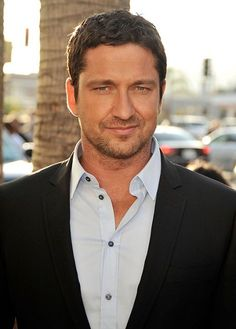 """Gerard Butler Photos - Actor Gerard Butler arrives at the premiere of Columbia Pictures' """"The Ugly Truth"""" held at Pacific?s Cinerama Dome on July 2009 in Hollywood, California. - Premiere Of Columbia Pictures' """"The Ugly Truth"""" - Arrivals Gerard Butler Movies, Actor Gerard Butler, Gorgeous Men, Beautiful People, London Has Fallen, Weak In The Knees, The Ugly Truth, To My Future Husband, Actors & Actresses"""