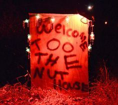 Haunted Woods Ideas--Possibly do a haunted house/trail for a program Halloween Carnival, Halloween Home Decor, Outdoor Halloween, Halloween 2017, Halloween Projects, Holidays Halloween, Scary Halloween, Happy Halloween, Halloween Party