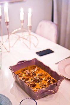 Kalvfärsbiffar i smakrik svamp- och löksås - 56kilo.se - Lågkolhydrat recept, livsstil & inspiration Lchf, Bacon, Low Carb, Gluten, Pie, Desserts, Inspiration, Food, Buttons