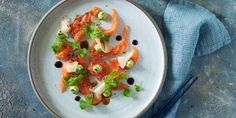 Laksesashimi med avokadokrem og wasabi | Coop Mega Sashimi, Guacamole, Cilantro, Alternative
