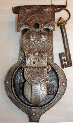 Lock and Key Antique Keys, Vintage Keys, Antique Hardware, Under Lock And Key, Key Lock, Door Knobs And Knockers, Cool Lock, Old Keys, Keys Art