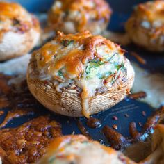 RECETA FITNESS: Champiñones rellenos de espinacas y atún Camembert Cheese, Good Food, Bread, Healthy Recipes, Breakfast, Fitness, Spinach Muffins, Stuffed Mushroom Recipes, Snacks