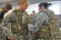 Army equipment officials say engineers are adapting body armor so it provides a more comfortable fit for female soldiers. Army Basic Training, Army Women, Army Girls, Female Soldier, Female Marines, Women Marines, Military Love, Military Female, Tactical Vest