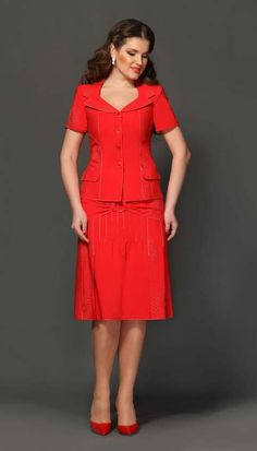 Costumes for full fashionistas Belarusian company Lissana. Womens Dress Suits, Suits For Women, Blouses For Women, Classy Dress, Classy Outfits, Beautiful Outfits, Lace Dress Styles, Europe Fashion, Office Outfits