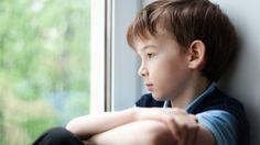 Crianças muito quietas ou tímidas, na verdade podem ser vítimas de uma doença silenciosa, a depressão infantil.Muitos pais demoram a perceber os sintomas da depressão