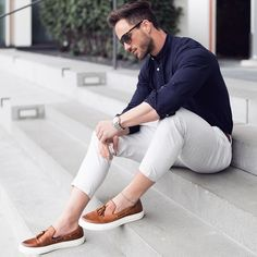 How to wear casual clothes like a street style star. 15 super cool casual outfit ideas for guys. Smart Casual Menswear Summer, Men Casual, Casual Styles, Mens Smart Casual Outfits, White Casual, Casual Shoes For Men, Man Style Casual, Men Fashion Casual, Casual Clothes