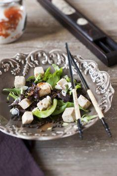 Tofu alla paprica con lenticchie e rucola