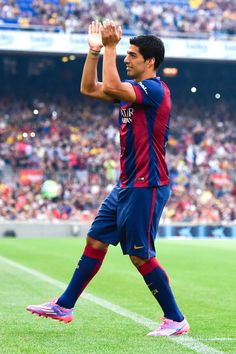 Luis Suarez of FC Barcelona acknowledges the fans during the official presentation of the FC Barcelona team prior to the Joan Gamper Trophy match between FC Barcelona and Club Leon at Camp Nou on August 18, 2014 in Barcelona, Catalonia.