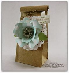 Nicole's Petite Café Gift Bag decorated with a flower made with the Bouquet Die & Best Year Ever dsp (SAB). The tag is made with the Handpicked framelits and From the Garden stamps. All supplies from Stampin' Up!