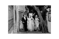 Beautiful Capri: bride and groom enjoying the walk!  http://sposiamovi.it/en/locations/capri-amalfi-coast-wedding/