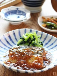 栄養価の高い青魚「サバ」を使った簡単煮物です。 サバの煮物と言えば味噌煮が定番ですが、すりおろした大根を入れたみぞれ煮もおすすめ! 仕上げに片栗粉を入れてとろみをつけるので、味も絡みやすく、ごはんがすすむ味になっています。 こどもからお年寄りまで万人受けする味ですよ。 Japanese Food, Meatloaf, Lasagna, Seafood, Cooking Recipes, Meals, Dinner, Ethnic Recipes, Oriental Recipes