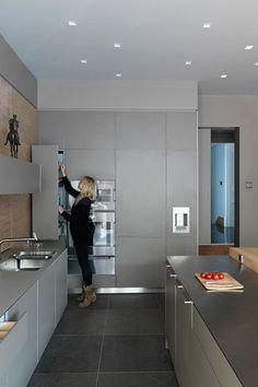 Bulthaup, Sawn Oak Panelling, Wine Fridge - Kitchen Design Ideas (houseandgarden.co.uk)